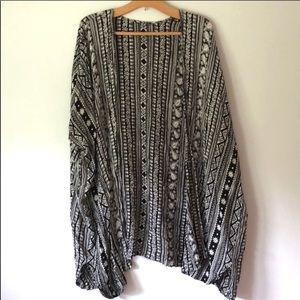Tops - Black & white geometric print kimono